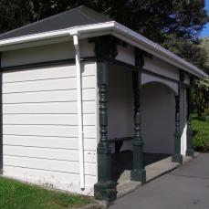 Tram shelter (Former), Oriental Bay